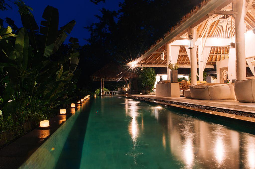 Dining/living pavilion, 18m pool, bar bale